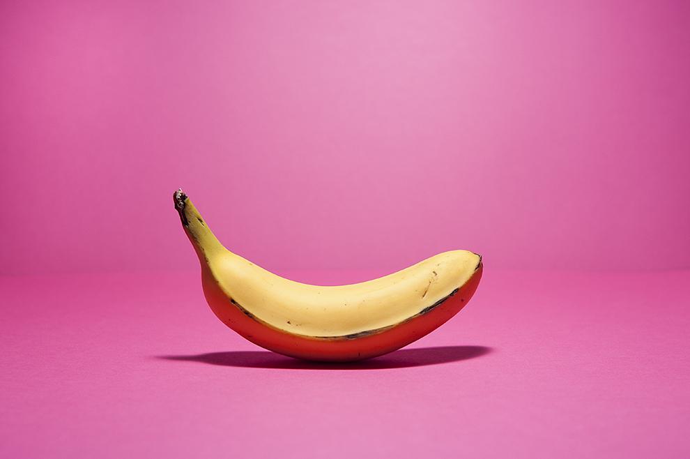 Banane sur fond rose graphique design